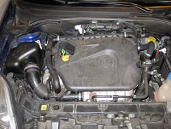 K&N Performance Air Box under the hood of an Alpha Romeo Miti 1.4L
