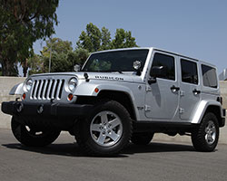 The Jeep Wrangler JK cannot be equipped with the 2.8L CRD engine in the U.S.