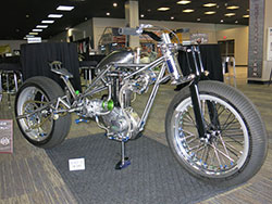 Custom motorycycle by Pete Pearson with Triumph single piston motor