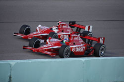 Franchitti and Scott Dixon battle for the early lead at Firestone Indy 300