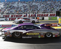 Shane Gray was all over the track forcing him to throw in the towel and Vincent Nobile advanced to the finals