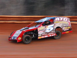 The current Rislone USCS Modified Series points' leader, Hunter Rasdon from Jonesboro, Arkansas in action. Jimmy Jones photo.