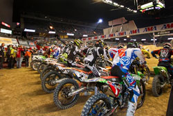After the inversion, Tyler Bowers found himself in the back row. In spite of his starting position, the rider prevailed and took the checkered flag.