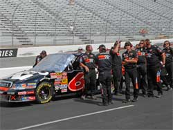 Travis Kvapil and K&N Filters Crew Ready for New Hampshire