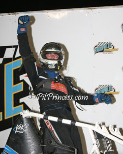 Bud Kaeding proved he has no problem getting it done without a wing by winning the Knoxville Non-Wing Nationals at the famed Knoxville Raceway.