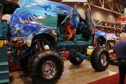 Ding Master's 2000 Ford Excursion at SEMA