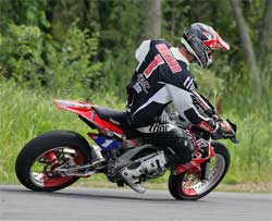 Ben Carlson going for 2nd AMA Supermoto Championship