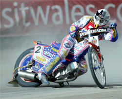 Jason Crump leads by 17 points as riders head into the final round of the 2009 World Speedway Championship Grand Prix at Bydgoszcz, Poland