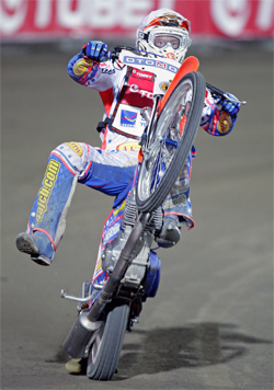 Jason Crump established a nine-point victory after two rounds in the 2009 World Speedway Grand Prix Championship Standings