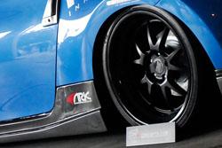 Conecpt One Wheels & R1 Custom Brake Rotors on SEMA Nissan 370z