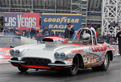 1962 Corvette driven by Thomas Bayer at the starting line in Las Vegas