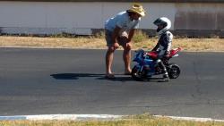 Can Akkaya coaches a young rider at Superbike-Coach