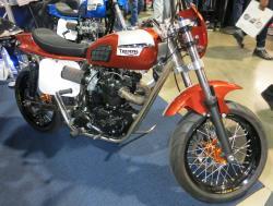 Eine rotes Triumph Motorrad auf der Long Beach internationale Motorradmesse
