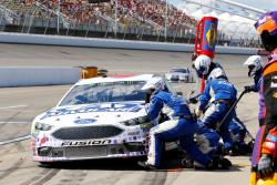 Roush Fenway Pit Crew attacks Trevor Bayne's No. 6 Ford Fusion.