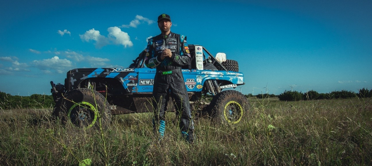 """Gittin Jr. with """"Brocky""""—his 4500 class off-road buggy"""