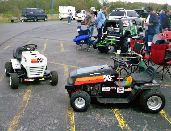 Lawn Mower Racing >> Father And Daughter Lawn Mower Racing Team Partners With K N